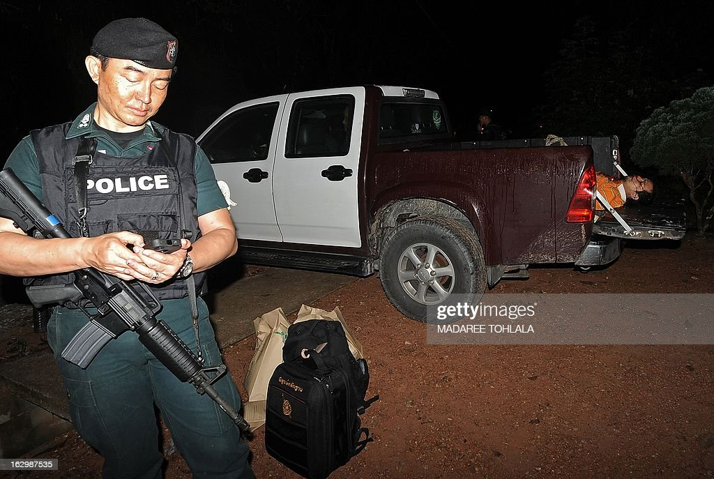 The body (R) of a slain suspected Muslim militant lies in a police pick-up truck after he was shot dead during a clash with soldiers in Thailand's restive southern province of Narathiwat on March 3, 2013. A stubborn insurgency seeking greater autonomy has raged across several provinces in the south of Thailand bordering Malaysia for nine years, with near-daily shootings and bombings. AFP PHOTO / Madaree TOHLALA