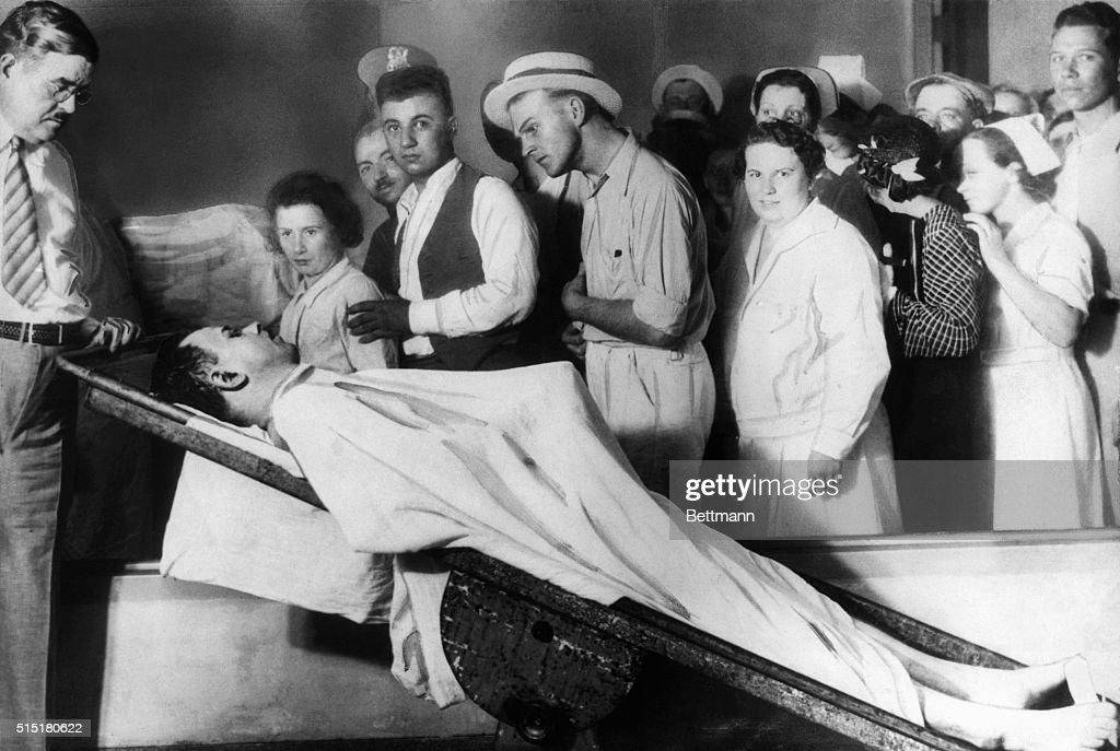 Public Viewing of John Dillinger's Body : News Photo