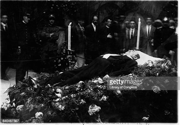 The body of famous Italian operatic tenor Enrico Caruso lies in state at his funeral in the San Francisco de Paulo Church in Naples Italy Caruso...