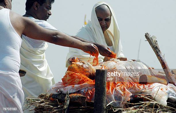 The body of Indian spiritual leader Maharishi Mahesh Yogi is prepared for cremation in Allahabad on February 11 2008 Thousands gathered on the banks...