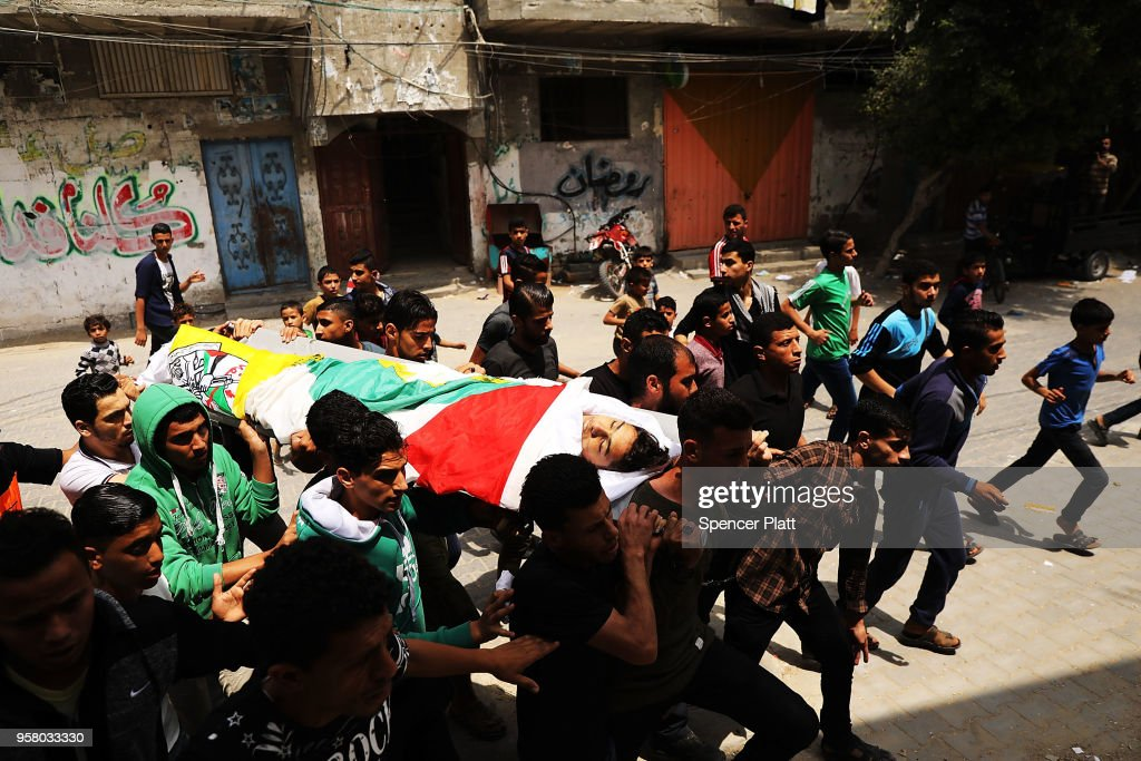 Funeral Held For Palestinian Teenager Killed In Israeli Gaza Border Protests : ニュース写真