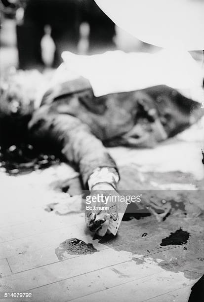 The body of underworld kingpin Joe The Boss Masseria He holds a playing card in his hand as he was murdered while playing pinochle in a restaurant