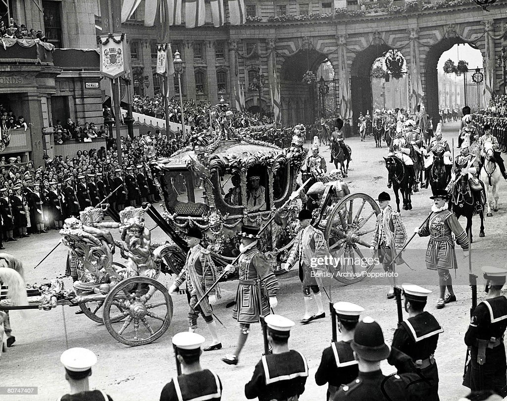 The Book, Volume 1, Page, 28, Picture, 5 1937. The Coronation of King George VI. The procession makes its way through London for the ceremony. : News Photo