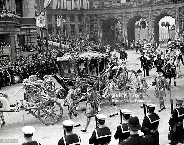 The Book Volume 1 Page Picture 1937 The Coronation of King George VI The procession makes its way through London for the ceremony