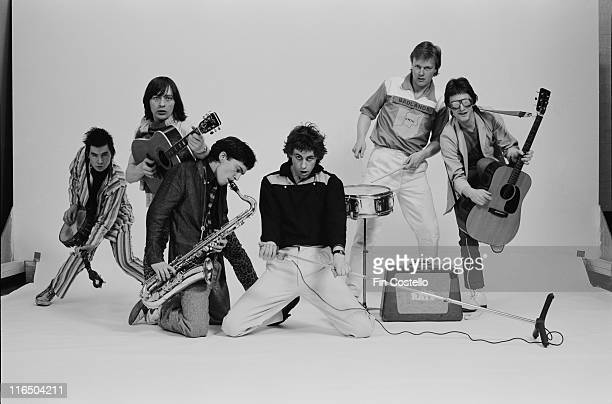 pianist Johnny Fingers bassist Pete Briquette guitarist Garry Roberts singer Bob Geldof drummer Simon Crowe and guitarist Gerry Cott Irish punk band...