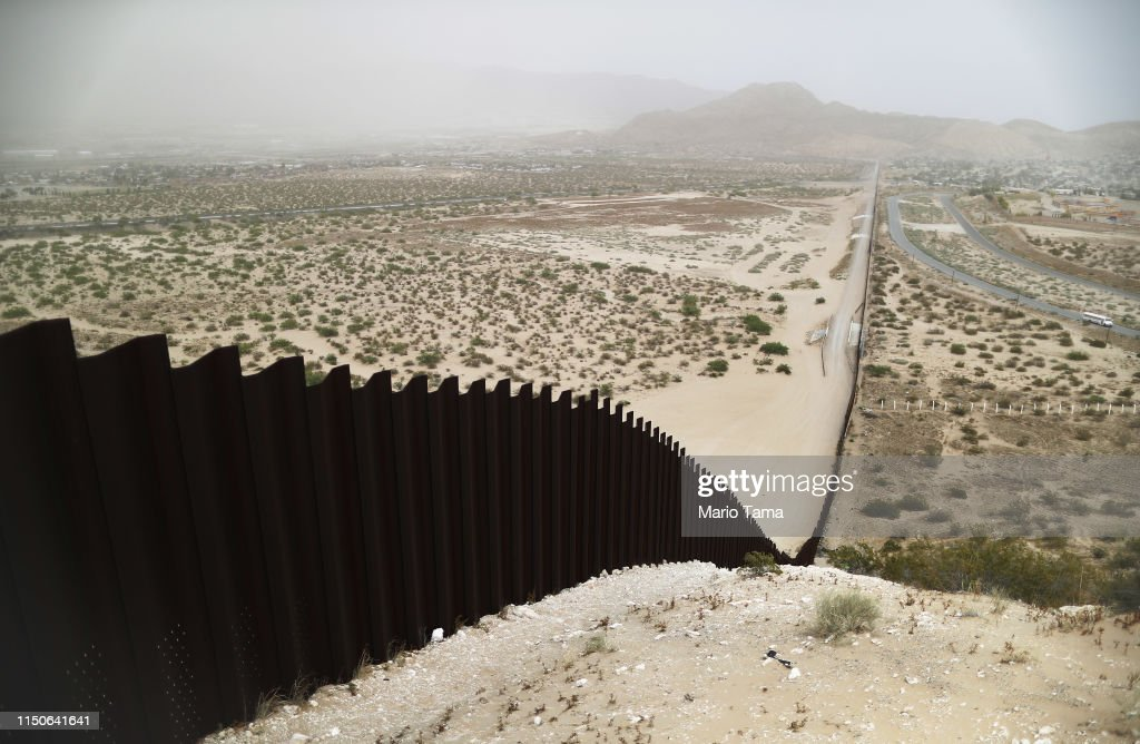 Swelling Numbers Of Migrants Overwhelm Southern Border Crossings : News Photo