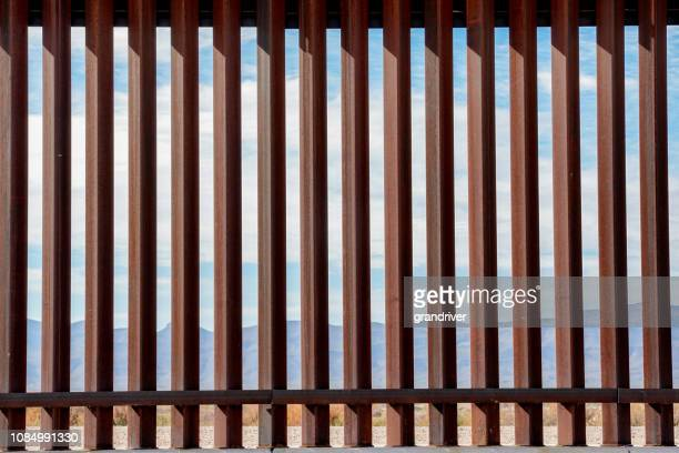 the border wall along the texas and mexico border - geographical border stock pictures, royalty-free photos & images