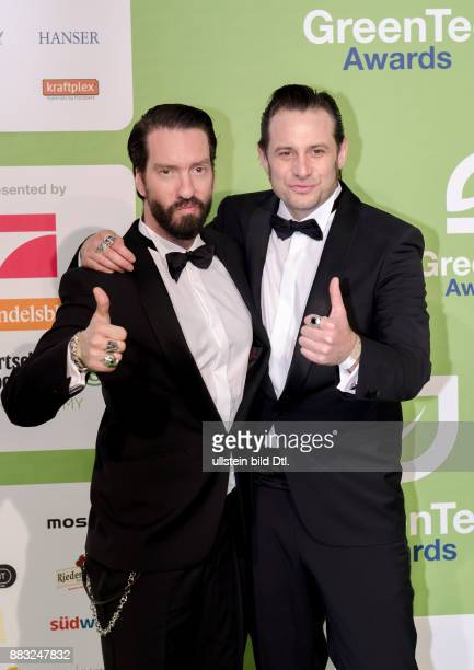 The Boss Hoss bestehend aus Alec Völkel und Sascha Vollmer kamen ganz zahm in Anzug und Fliege zu den GreenTec Awards 2015 im Velodrom Berlin am