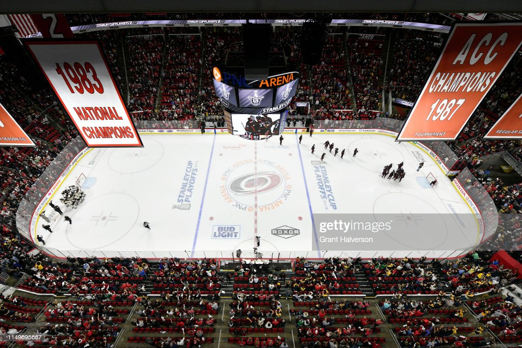 Boston Bruins v Carolina Hurricanes - Game Four : Photo d'actualité