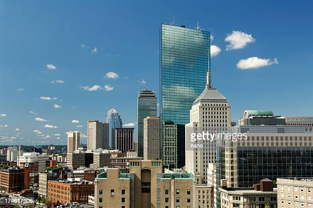 the boston city skyline on a nice clear day - boston massachusetts stockfoto's en -beelden