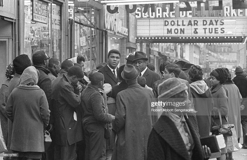 Muhammad Ali Visits Harlem : News Photo