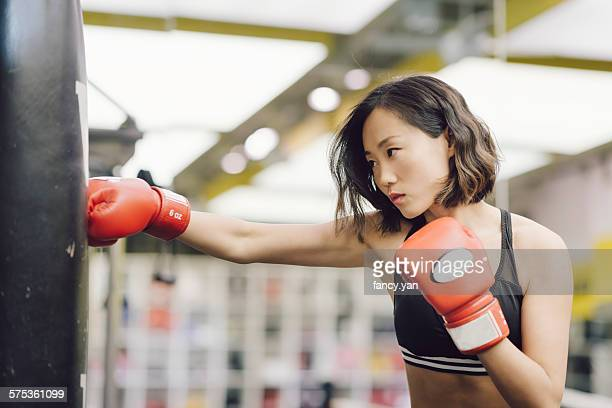 the boxing women - boxing sport stock pictures, royalty-free photos & images