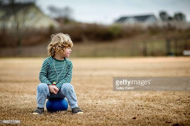 the boy and his blue ball - manga comprida imagens e fotografias de stock