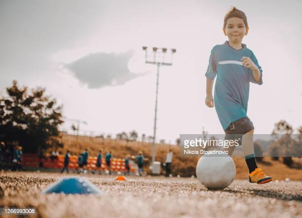 the boy dribbled with a soccer ball - marcar ponto imagens e fotografias de stock