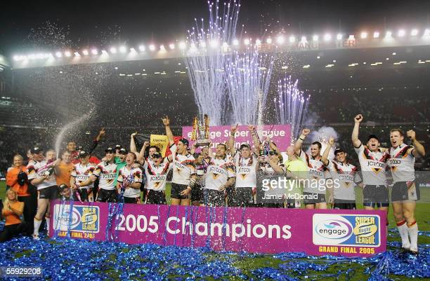 The Bradford Bulls celebrate after winning the Engage Super league Grand Final between Leeds Rhinos and Bradford Bulls at Old Trafford on October 15...
