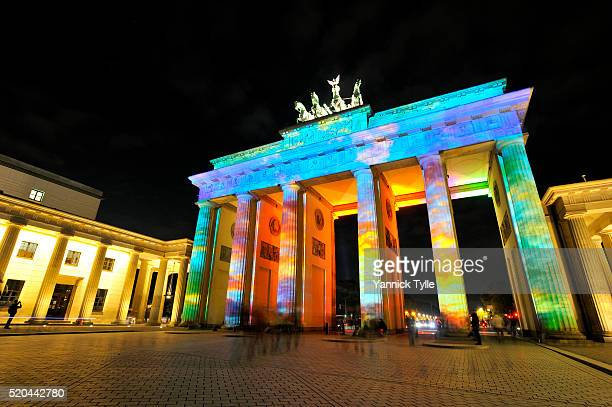 the brandenburg gate - brandenburger tor in berlin illuminated at the festival of lights - berliner mauer stock-fotos und bilder