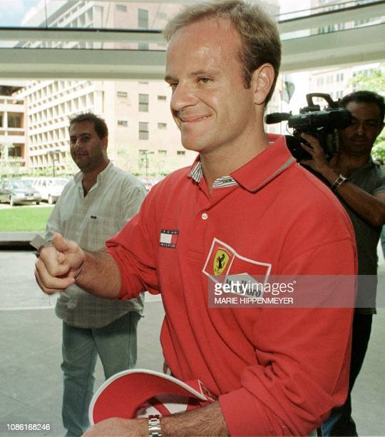 The Brazilian pilot Rubens Barrichello shows his optimism when arriving at a promotional event in San Pablo 02 February 2000 El piloto brasileno de...