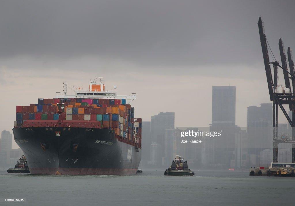 U.S. Escalates Tariff Threats Against China As Trade War Heats Up : News Photo