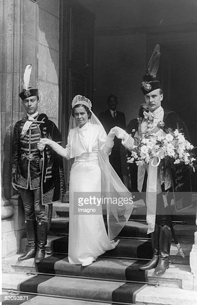 The bride princess Flamina Astuto of Italy is escorted to the court chapel in the royal castle to her future husband the Hungarian landowner Georg...