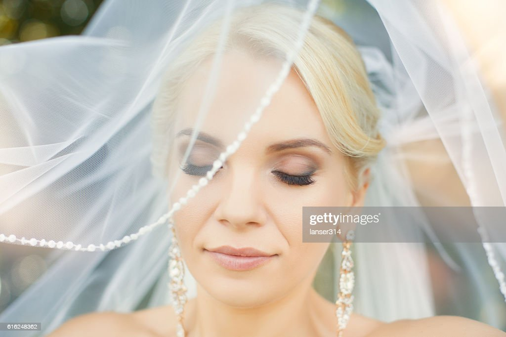 The bride with a bunch of closeup : Stock Photo
