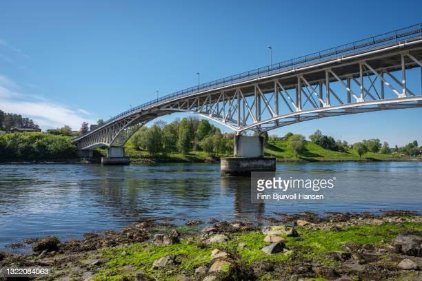 the bridge at straumen in trondelag norway - finn bjurvoll ストックフォトと画像