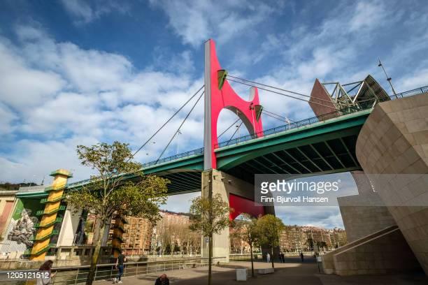 the bridge of la salve over the nervion river - finn bjurvoll foto e immagini stock