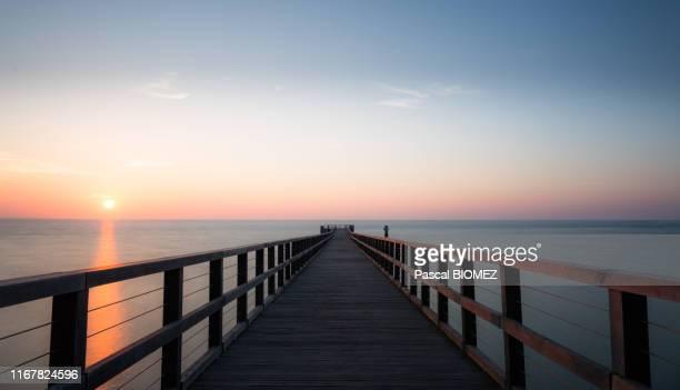 the bridge of ladies - noirmoutier photos et images de collection