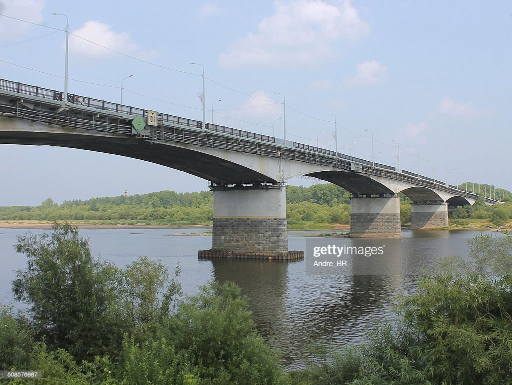 The bridge over the river. : Bildbanksbilder
