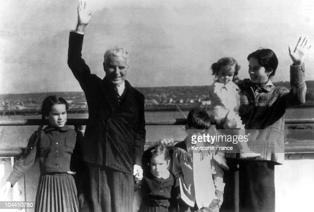 The British actor and director Charlie CHAPLIN his wife Oona and his four children arriving in Cherbourg on the QUEEN ELIZABETH liner During the...