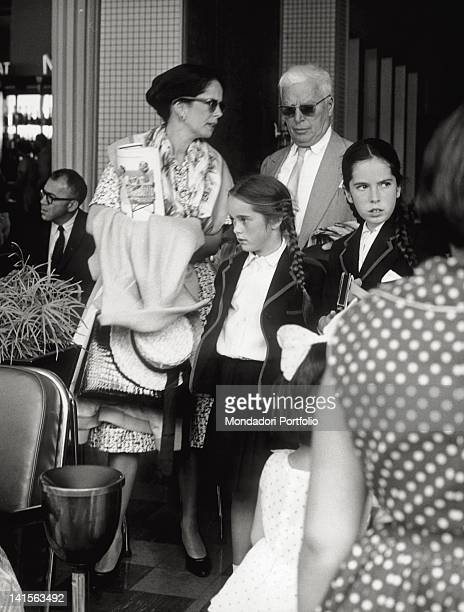 The British actor and film director Charlie Chaplin with his wife Oona O'Neill and daughters Victoria and Geraldine August 1960