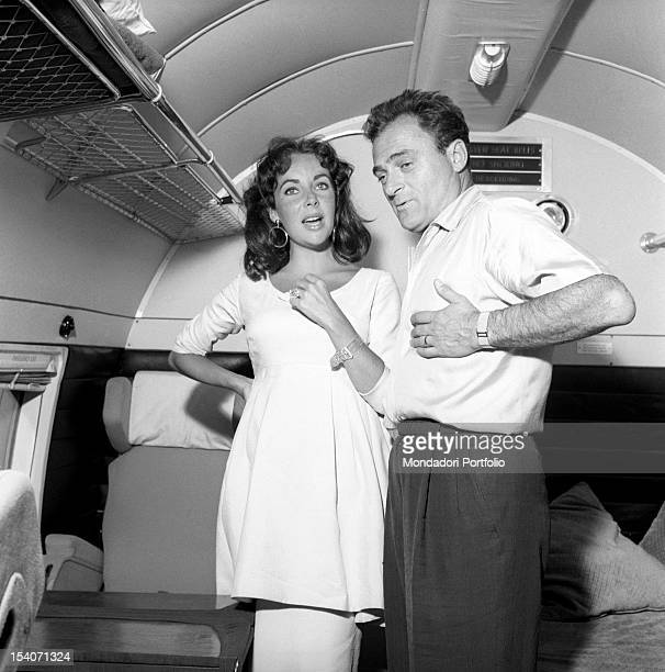 The British actress Elizabeth Taylor talk with her third husband producer Mike Todd in the compartment of a train Milan July 29 1957