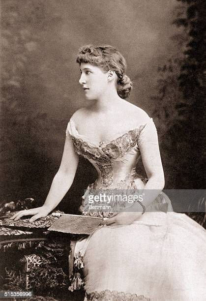 The British actress Lily Langtry the first society woman in professional theater as well as a theater manager racehorse owner and mistress of the...