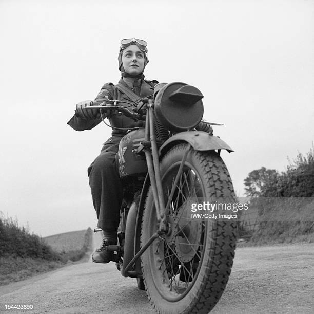 The British Army In The United Kingdom 1939-45, ATS motorcycle despatch rider in Northern Ireland, 26 September 1941.