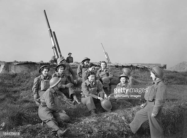 The British Army In The United Kingdom 1939-45, ATS women take a break at a 3.7-inch anti-aircraft gun site at Wormwood Scrubs in London, 22 October...