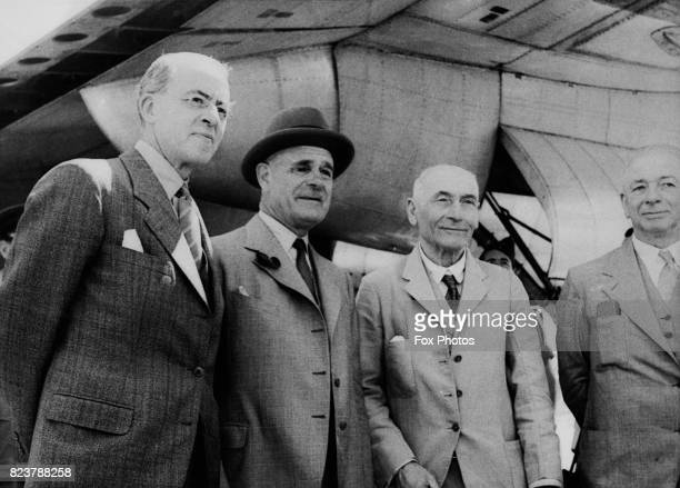 The British Cabinet Mission to India arrives at New Delhi India 24th March 1946 From left to right Sir Stafford Cripps the Viceroy of India Lord...