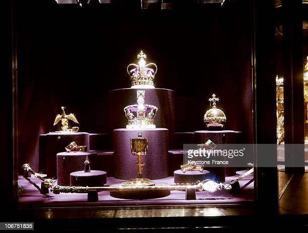 The British Crown Jewels In 1969 The Scepter The Cup Bracelets Globe Tiara And Royal Crown These Jewels Are Preserved At The London Tower
