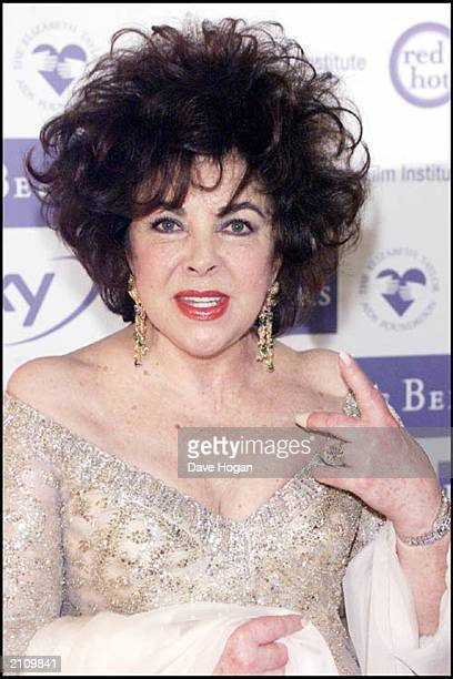 The British Film Institute Honours Dame Elizabeth Taylor at the Dorchester Hotel London on May 24 2000