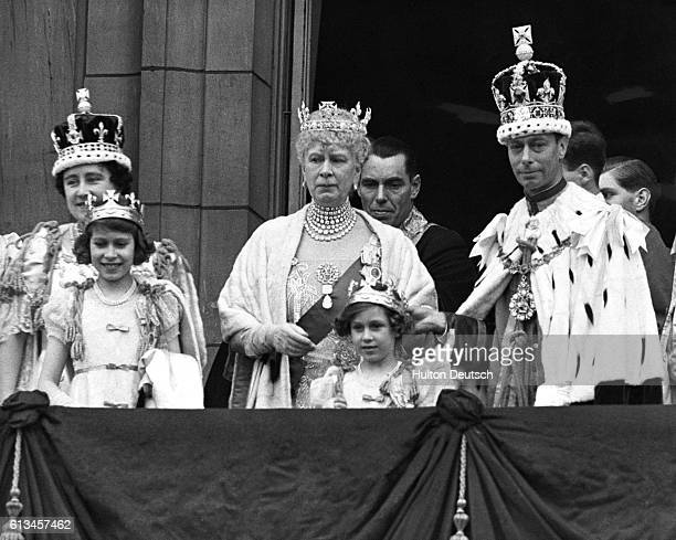 The British royal family greet their subjects from the balcony of Buckingham Palace on the day of George VI's coronation From left to right Queen...