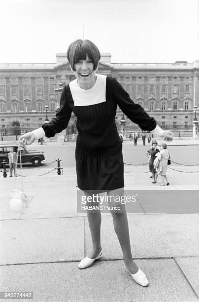 The british styliste Mary Quant is photographed for Paris Match on Victoria Mémorial in front of Buckingham Palace on June 16 1966