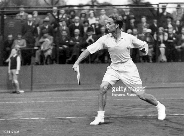 The British tennis player Henry William AUSTIN training with his compatriot Fred PERRY in Kensington on April 11 in view of their upcoming doubles...
