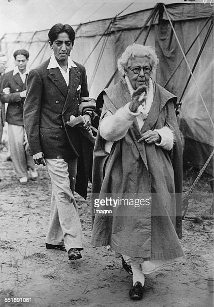 The British theosophist and women's rights activist Annie Besant and the young Indian philosopher Jiddu Krishnamurti from the 'Order of the Star in...