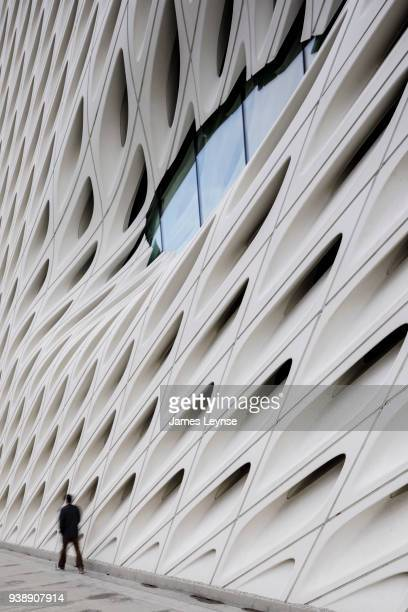 the broad museum in los angeles. - los angeles museum of contemporary art stock pictures, royalty-free photos & images