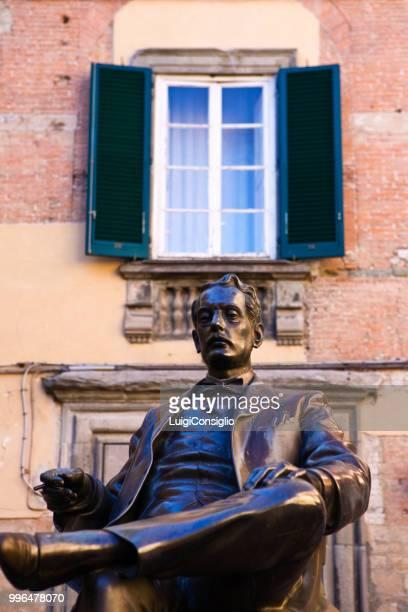 the bronze statue of giacomo puccini - giacomo puccini foto e immagini stock