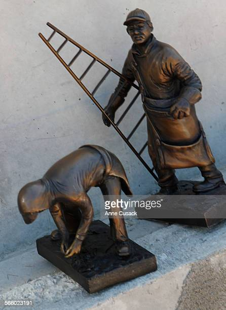 The bronze statues that Albino Pineda had made to his specifications in order to convince the city of Santa Paula to build a monument in Santa Paula...
