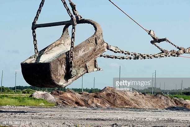 The bucket of a drag line unearths phosphate at the Mosaic Co South Fort Meade phosphate mine in Fort Meade Florida US on Thursday July 9 2015...