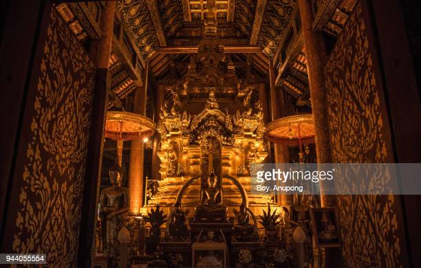 the buddha throne in wat phra that si chom thong of chiang mai province, thailand. - throne stock pictures, royalty-free photos & images