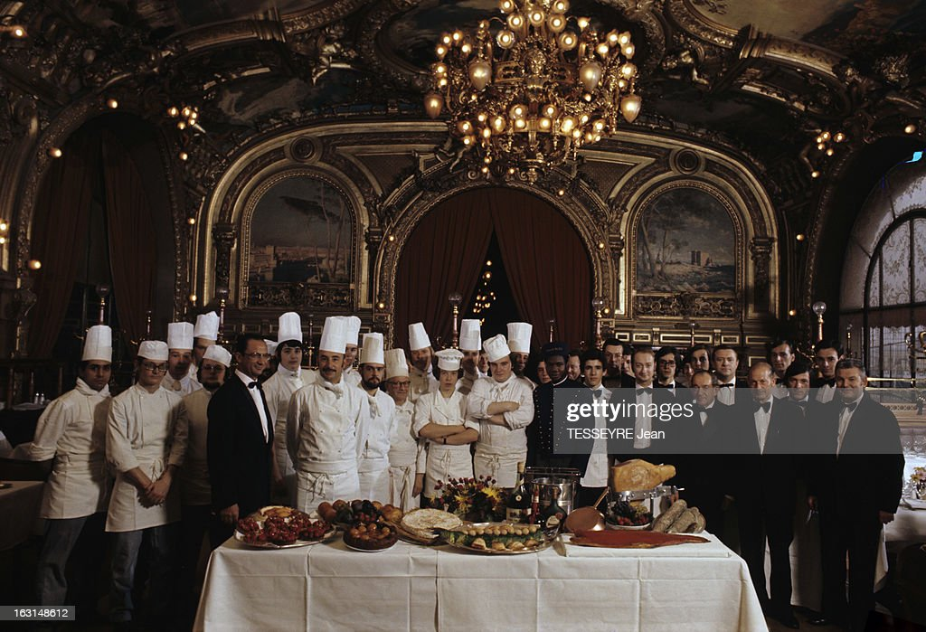 The Buffet Of The Blue Train At Gare De Lyon Pictures | Getty Images