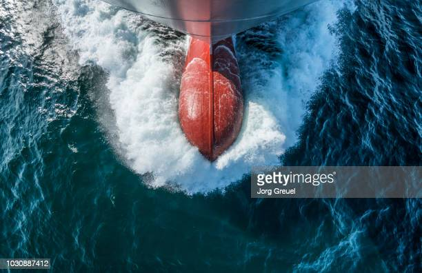 the bulbous bow of a container ship, view from above - schiffsbug stock-fotos und bilder