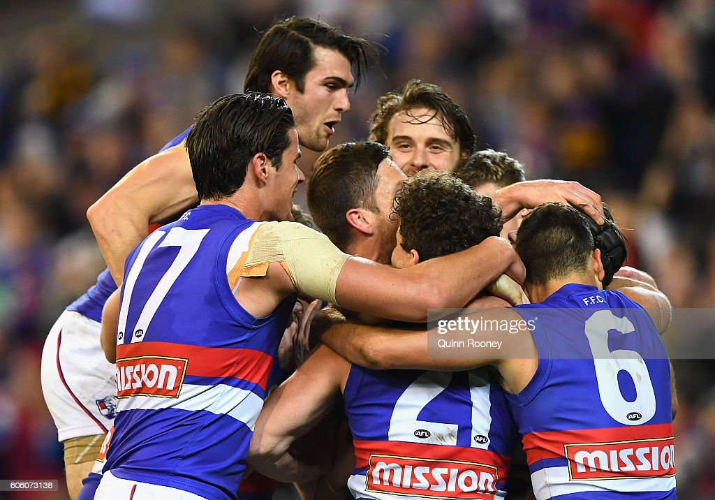 The Bulldogs celebrates kicking a goalebrate winning the second AFL semi final between Hawthorn Hawks and Western Bulldogs at Melbourne Cricket Ground on September 16, 2016 in Melbourne, Australia.
