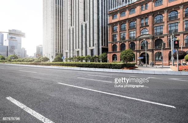 the bund in shanghai - high street stock pictures, royalty-free photos & images